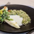 Филе выловленного в Пярнуском заливе судака, ризотто с песто,  овощной букет, винный соус